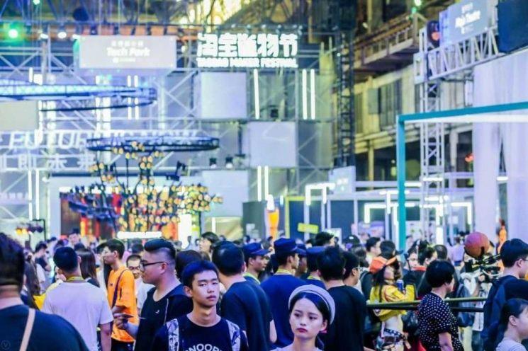 12일 항저우 TMF 2019 행사장에 모여든 관람객들. [사진 = 알리바바]