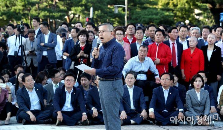 [포토]황교안, 청와대 앞에서 삭발