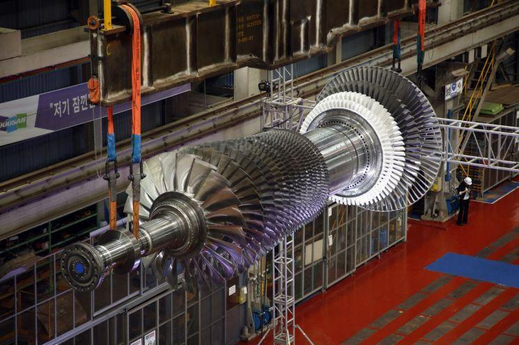 두산중공업의 발전용 대형가스터빈 모델.(사진제공=두산중공업)