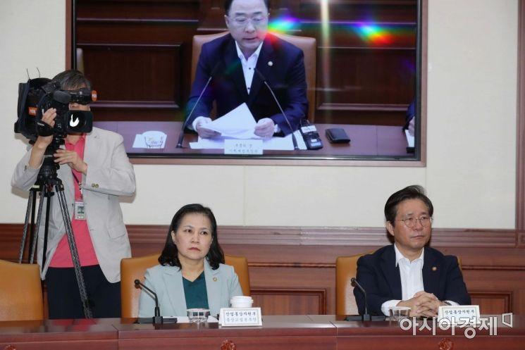 [포토]홍남기 발언 듣는 성윤모·유명희