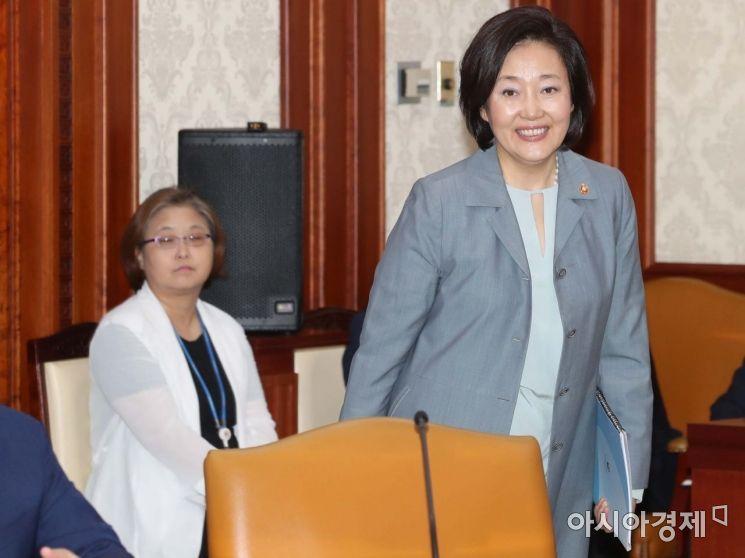 [포토]활짝 웃는 박영선 장관