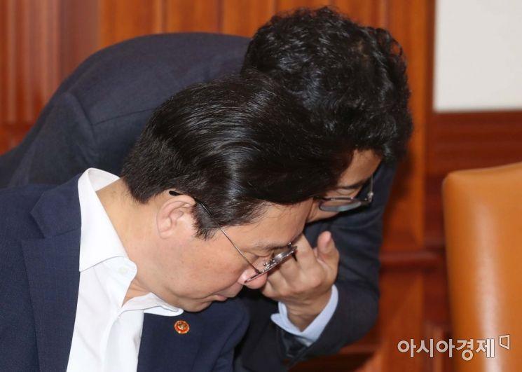 [포토]보고 받는 성윤모