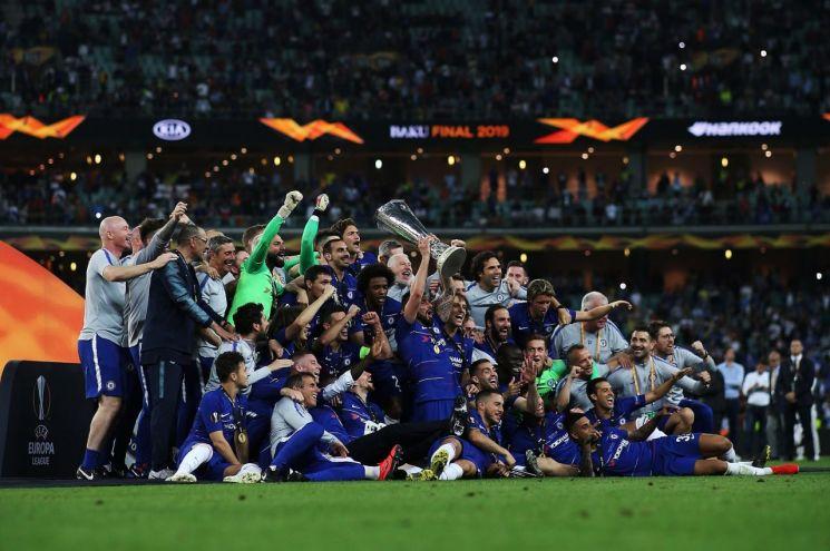 2018-19 시즌 UEFA 유로파리그 결승전에서 승리한 첼시 선수들이 우승 세레모니를 하고 있는 모습.(사진=기아차)