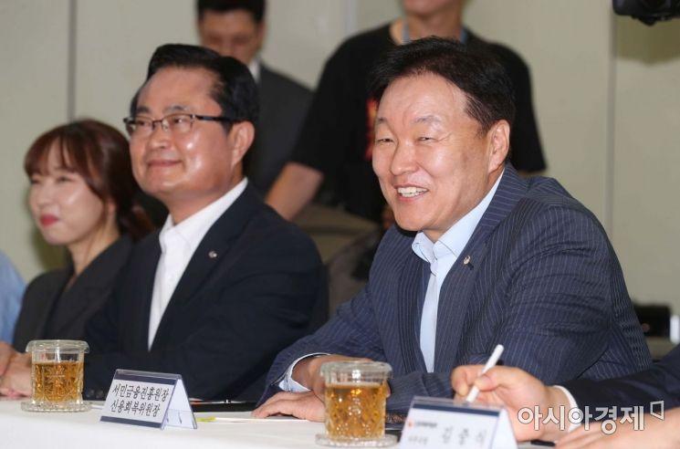 [포토]밝은 표정의 이계문 서민금융진흥원장