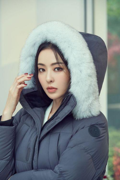 아이더, 새 얼굴에 배우 이다희…화보 속 믹스매치 패션 눈길