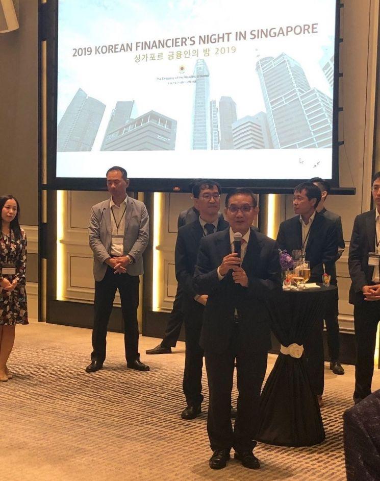 안영집 주 싱가포르 대사가 19일 현지에서 열린 '싱가포르 금융인의 날' 행사에서 인사말을 하고 있다.(주 싱가포르 대사관 제공)