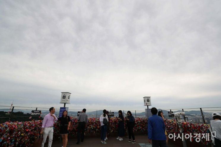 [포토]흐린 하늘 아래 관광