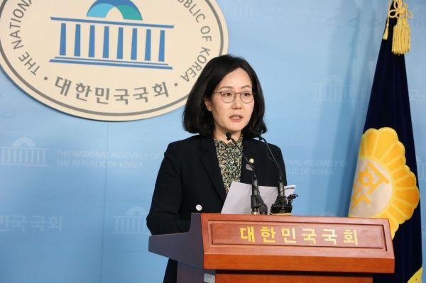 """한국당, 정경심 비공개 소환에 """"살아있는 권력에 굴복한 '황제소환'"""""""