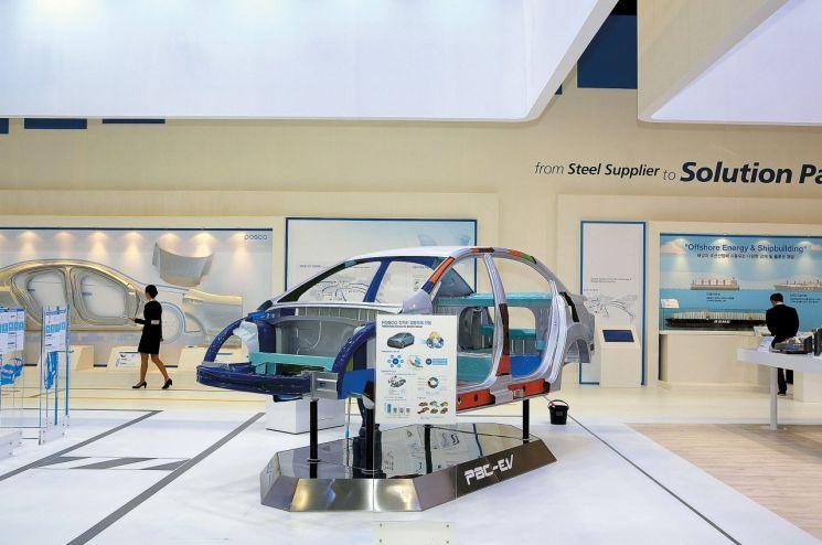 포스코가 '기가스틸'을 써 개발한 전기차용 차체 PBC-EV.