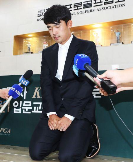 """[골프토픽] '손가락 욕설' 김비오 """"자격정지 3년→ 1년"""""""