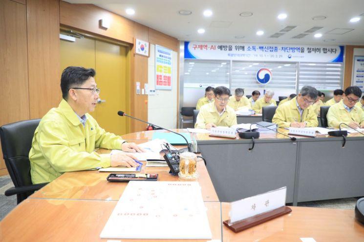 """김현수, 지자체에 당부…""""돼지 수매·살처분 신속처리"""""""