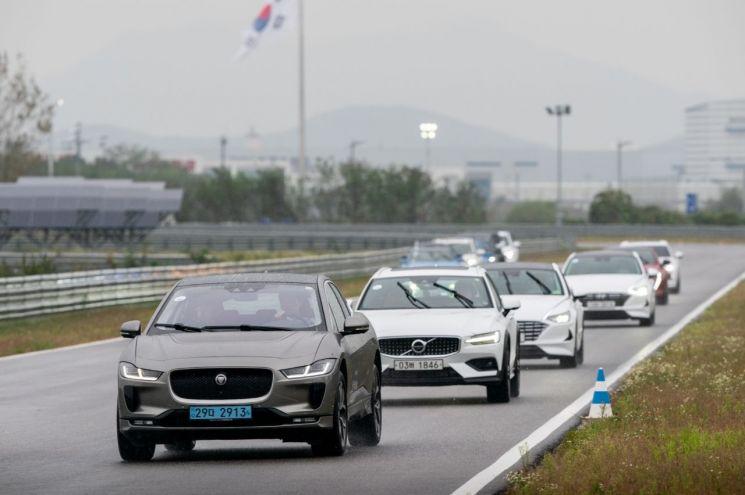 2020 올해의 차 전반기 심사 트랙 시승(사진=한국자동차기자협회)