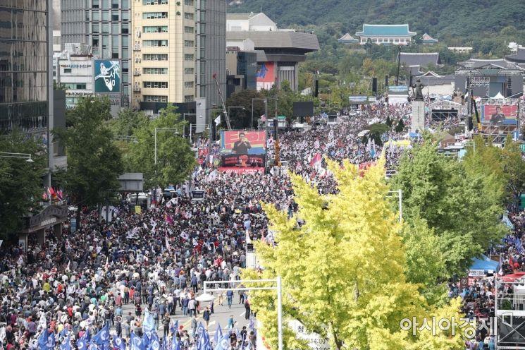 [포토]휴일 도심에 모인 조국 파면 촉구 집회 인파