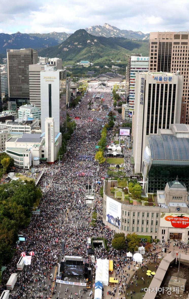 [포토]조국 사퇴 촉구하는 보수단체 인파
