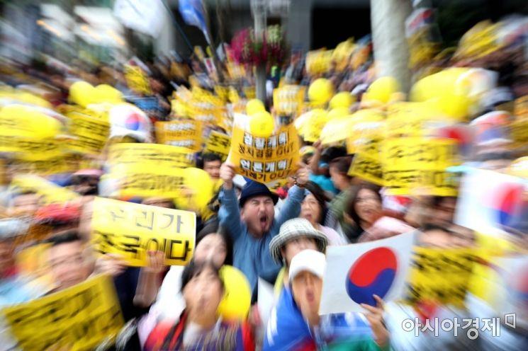[포토]'조국 수호, 검찰 개혁' 구호 외치는 시민들