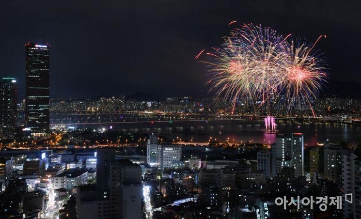 [포토] 서울 하늘 수놓은 화려한 불꽃