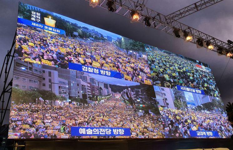 """""""검찰개혁 끝까지 한다""""…주말 서초동 뒤덮은 태극기·노란물결"""