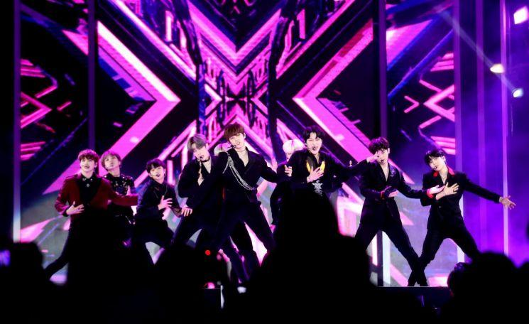 [포토] X1 '영동대로 K-POP 콘서트'서 화려한 공연