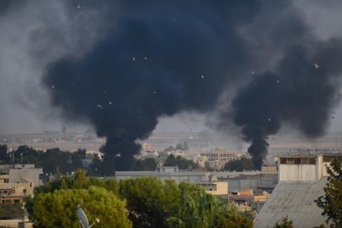 터키군 포격을 받은 탈 아브야드에서 연기가 오르는 모습 [아나돌루=연합뉴스]