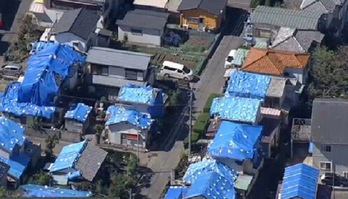 지난달 태풍 '타파'로 인한 피해복구 중인 일본 지바현 내 주택들의 모습. 피해복구가 제대로 이뤄지지 못한 상황에서 19호 태풍 '하기비스'의 북상소식에 추가 피해가 발생할 것으로 우려되고 있다.(사진=www3.nhk.or.jp)