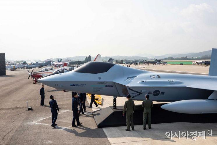 [포토]한국 전투기의 미래, KFX 실물 모형 공개