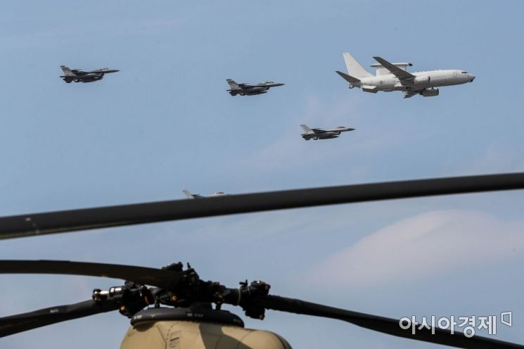 [포토]시범비행 선보이는 한미공군