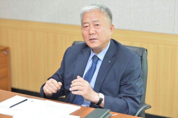 """김동만 한국산업인력공단 이사장은 """"차세대 기술인 지원에 최선을 다하겠다""""고 밝혔다."""