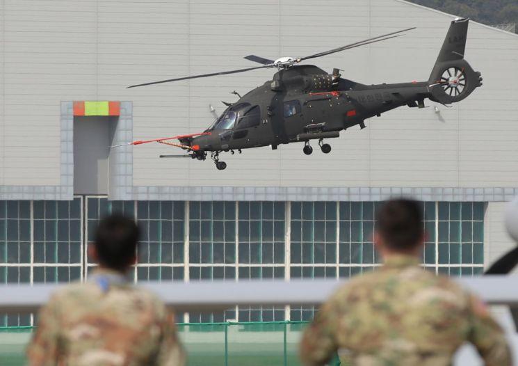 [포토] 서울공항에 뜬 소형무장헬기…ADEX 앞두고 시험비행