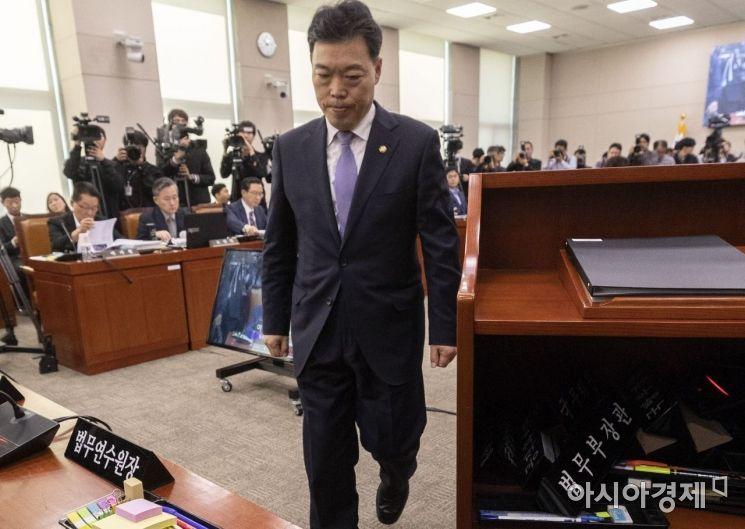 [포토] 굳은 표정의 김오수 법무부 차관