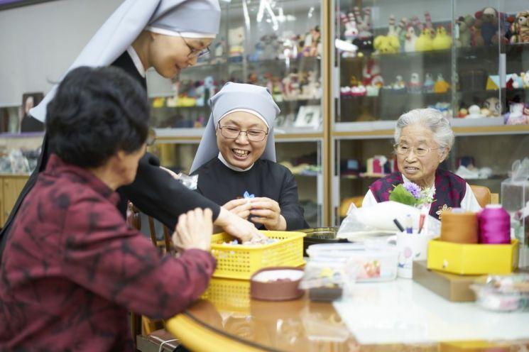 제31회 아산상 사회봉사상을 받는 가난한 이들의 작은 자매회