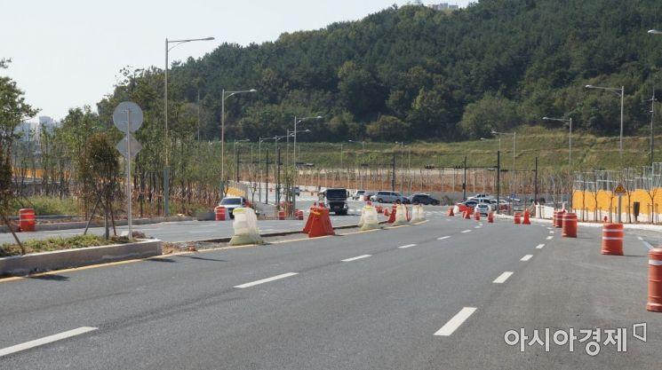 광양 마동 와우택지지구를 가로지르는 국도 2호선 도로
