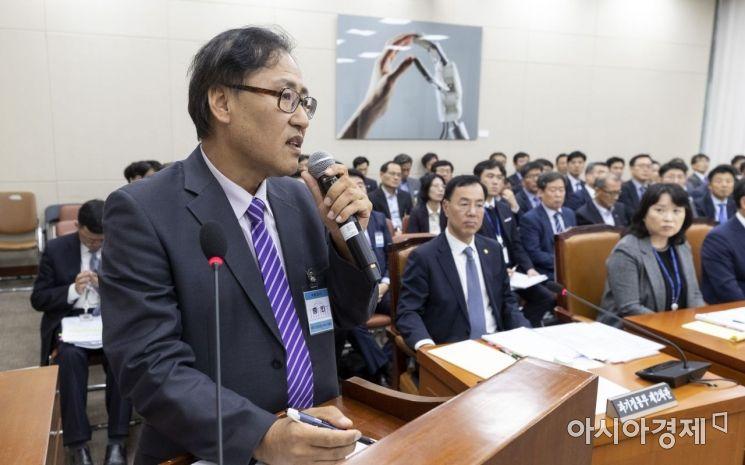 [포토] 답변하는 서재성 PNP 플러스 대표