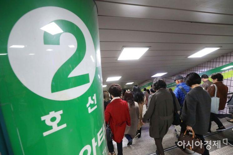 """2호선 신정지선(신도림~까치산역) 운행 재개…""""일부 지연"""" (상보)"""