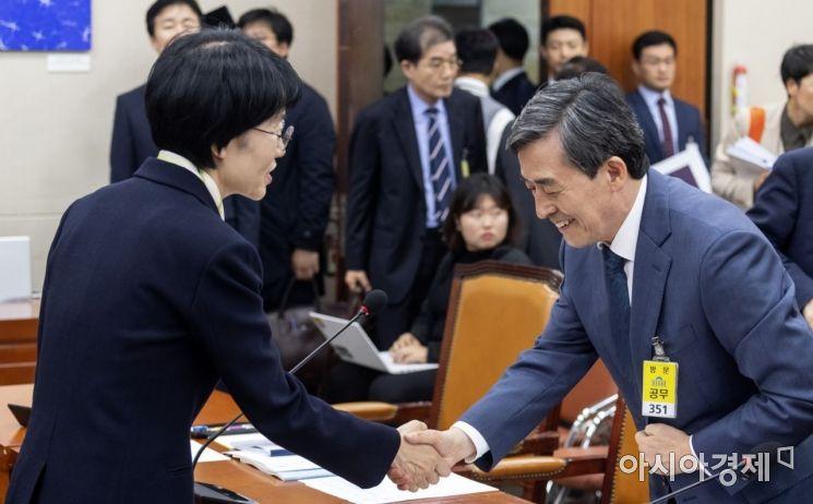 [포토] 인사 나누는 박선숙 의원·양승동 사장