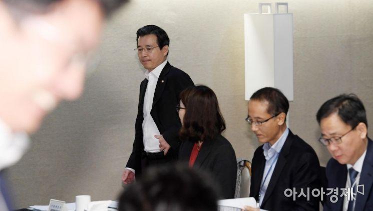 [포토] 혁신성장점검회의 참석하는 김용범 차관