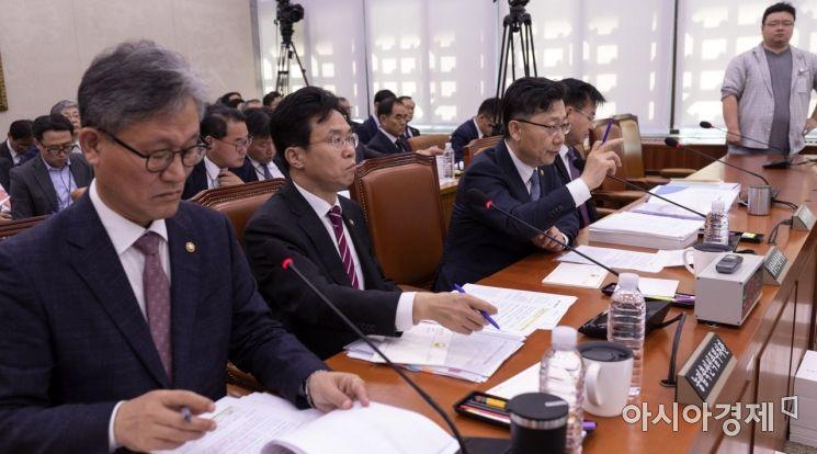 [포토] 답변하는 김현수 농림부 장관
