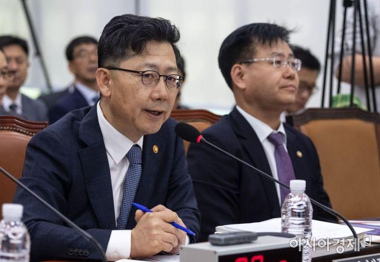[포토] 답변하는 김현수 장관
