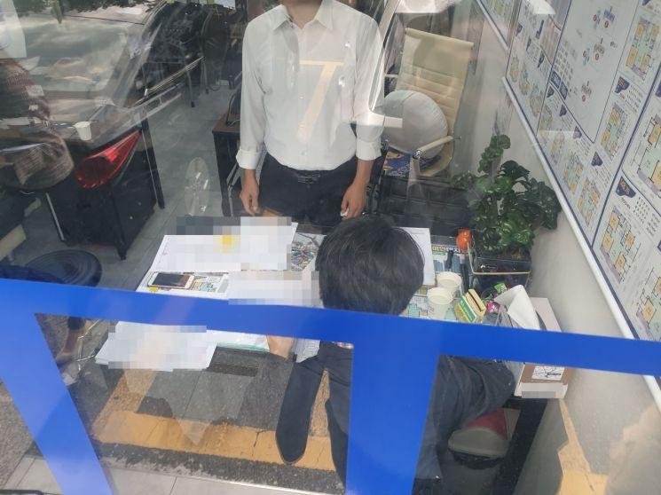 ▲ 지난해 10월 서울 강남구 대치동에서 부동산 합동 현장점검이 진행되고 있는 모습. (사진=이춘희 기자)