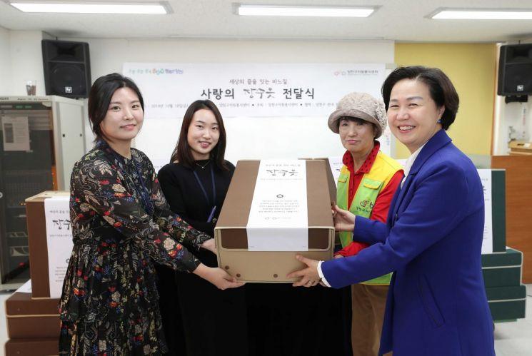 [포토]김수영 양천구청장 '2019 사랑의 장수옷 전달식' 참석