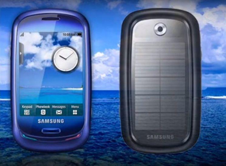 태양광 에너지폰으로 한 때 화제를 모았던 삼성 '블루어스' 스마트폰. [사진=유튜브 화면캡처]