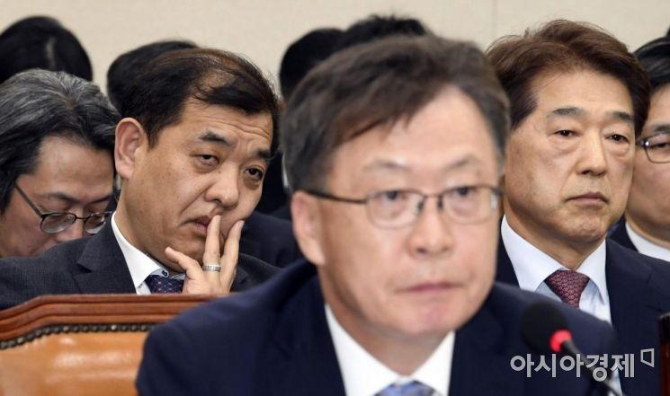 [포토] 심각한 표정의 이강택 tbs 사장
