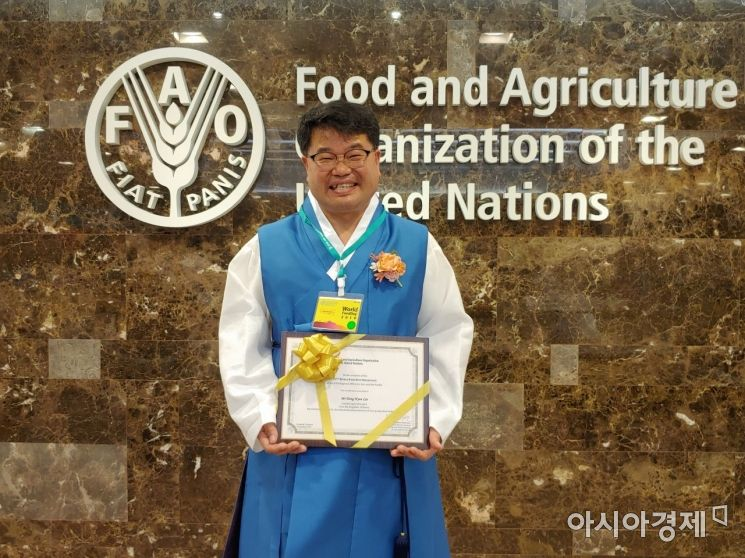 이동현 ㈜미실란 대표이사가 UN식량농업기구(FAO) 아태지역사무소가 주관하는 '2019모범 농민'에 선정된 후 밝게 웃고 있다. (사진=전남도 제공)