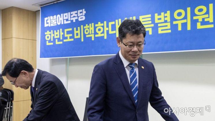 [포토] 김연철 장관, 한반도비핵화특별위 참석