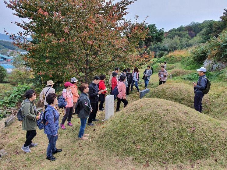 [포토]중랑-이화 아카데미 수강생 '망우리 역사문화 공원' 탐방
