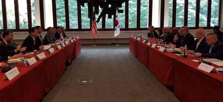 한미 방위비 분담금 협상단이 23일 11차  SMA 협정 2차 회의를 하고 있다.(사진=외교부 제공)