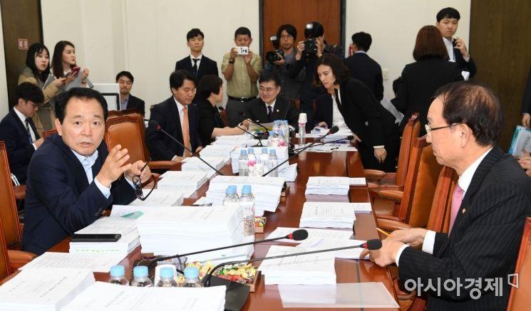 [포토] 정무위 법안소위, 신정법·인뱅법·금소법 논의