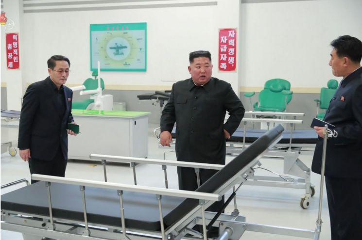 김정은, 묘향산의료공장 현지지도…당 중앙위 무능 질책