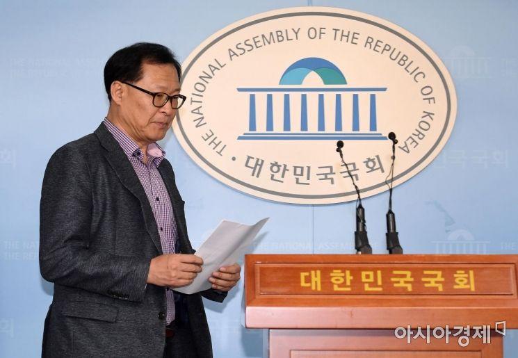 [포토] 정론관 들어서는 문병호