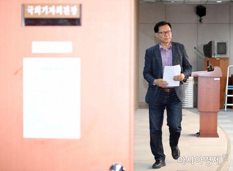 [포토] 정론관 나서는 문병호 의원