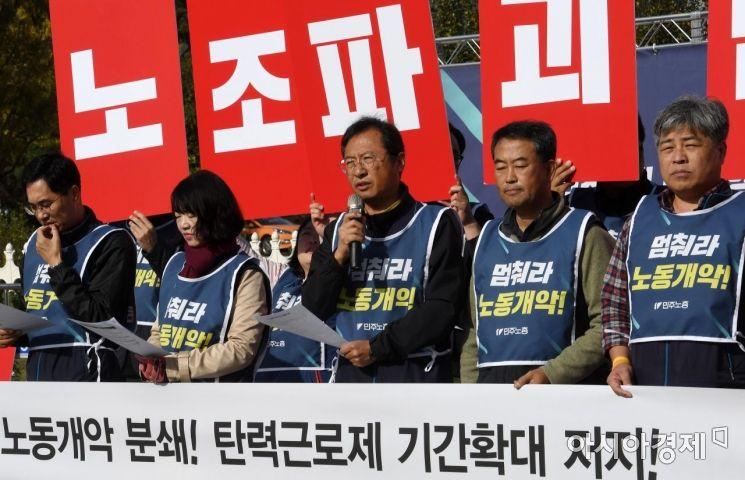 [포토] 탄력근로제 기간확대 저지 외치는 김명환